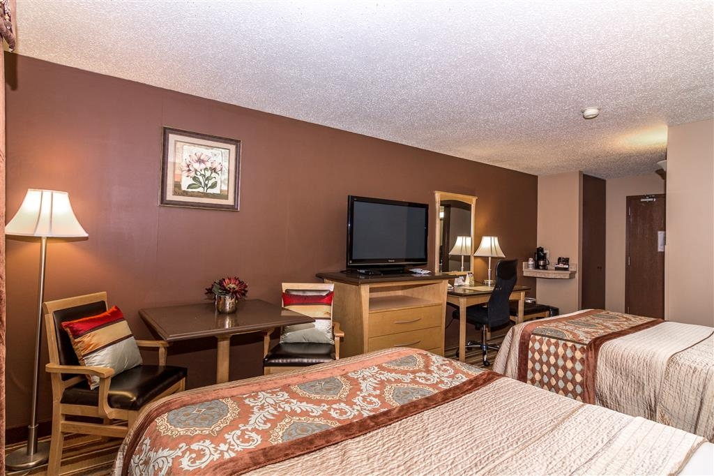 Best Western Marquis Inn & Suites - If your bringing a family of four make a reservation in our two double bedroom.