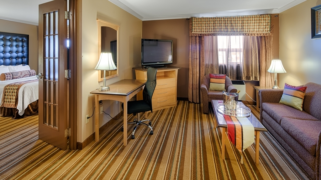 Best Western Marquis Inn & Suites - If you're looking for a little extra space to stretch out and relax, book one of our two queen suites.