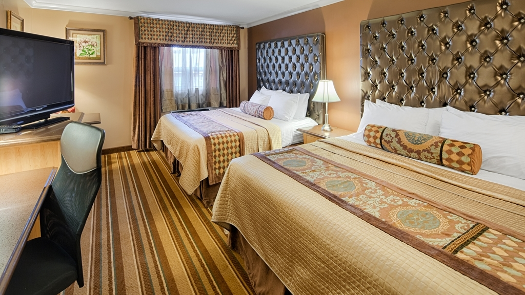 Best Western Marquis Inn & Suites - If you're traveling with your family or group of friends, opt for our two king beds guest room.