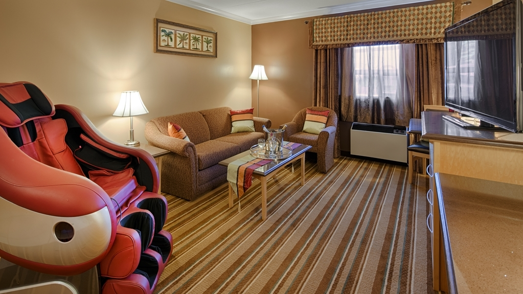 Best Western Marquis Inn & Suites - Our guest rooms were designed with an open concept, ensuring you have enough room without sacrificing comfort.