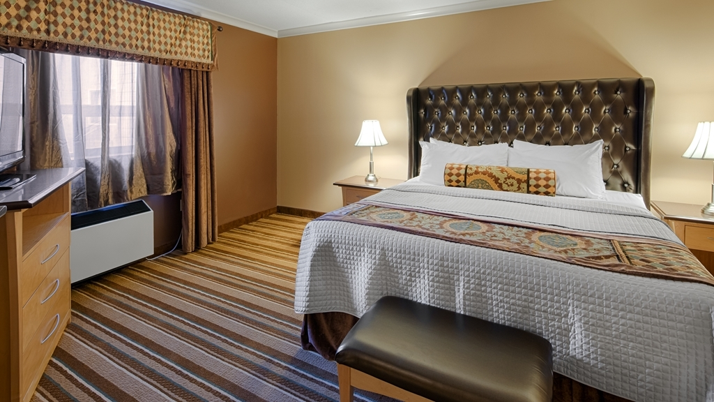Best Western Marquis Inn & Suites - Our standard king room offers the comforts of home with a few added amenities that will make your stay extra special.