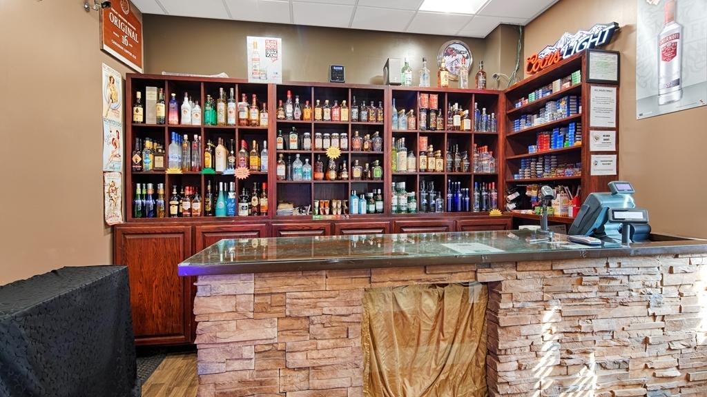 Best Western Marquis Inn & Suites - Bailey's Cold Beer Wine Store