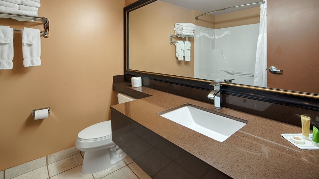 Best Western Marquis Inn & Suites - Enjoy getting ready for the day in our fully equipped guest bathrooms.