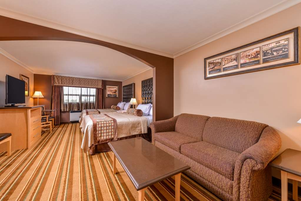 Best Western Marquis Inn & Suites - There's plenty of space in our two queen suite room for sleeping, eating and working.
