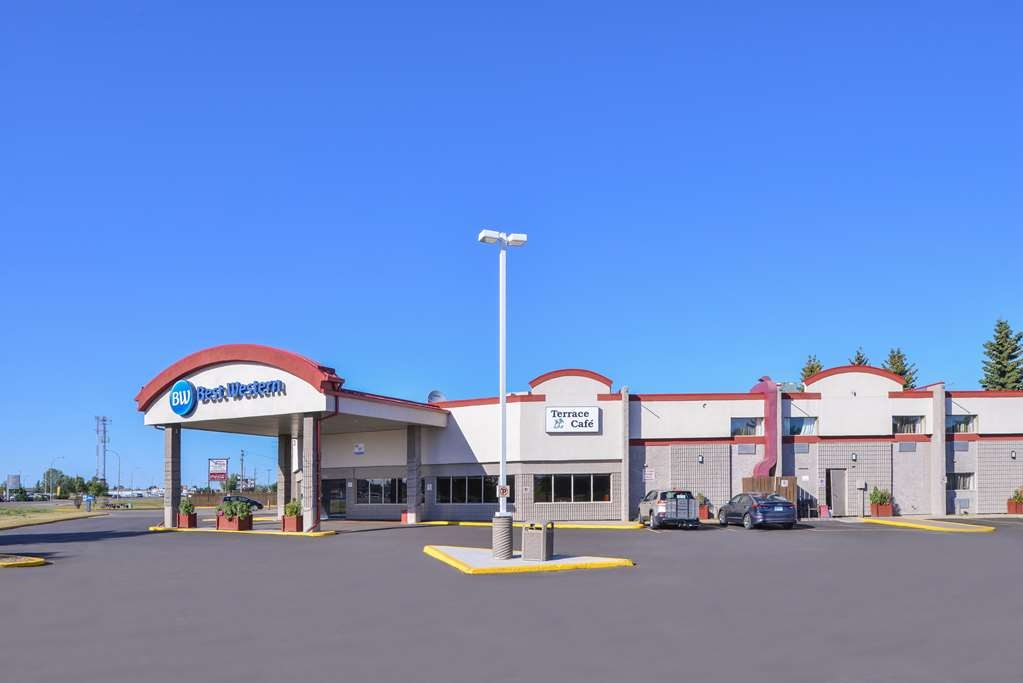 Best Western Marquis Inn & Suites - Beautiful hotel exterior.