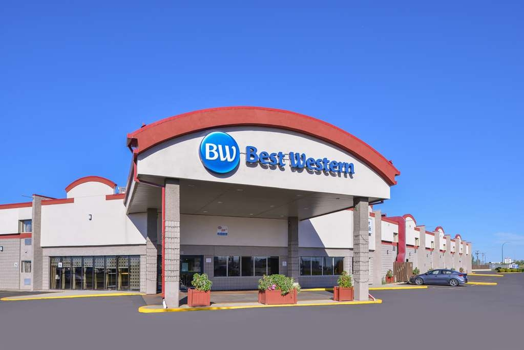 Best Western Marquis Inn & Suites - Welcoming hotel entrance.