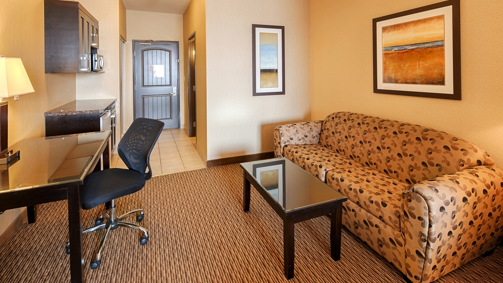Best Western Plus Estevan Inn & Suites - Be productive in the comfort of your own room with a large work desk and free free wireless high-speed Internet access.