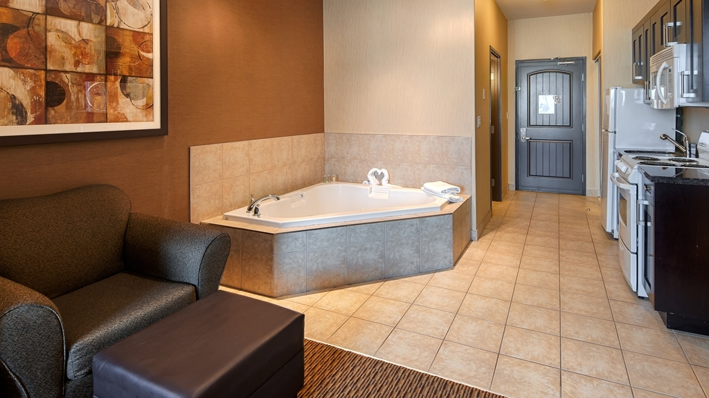 Best Western Plus Estevan Inn & Suites - Upgrade yourself to our spa suite for added comfort during your stay.