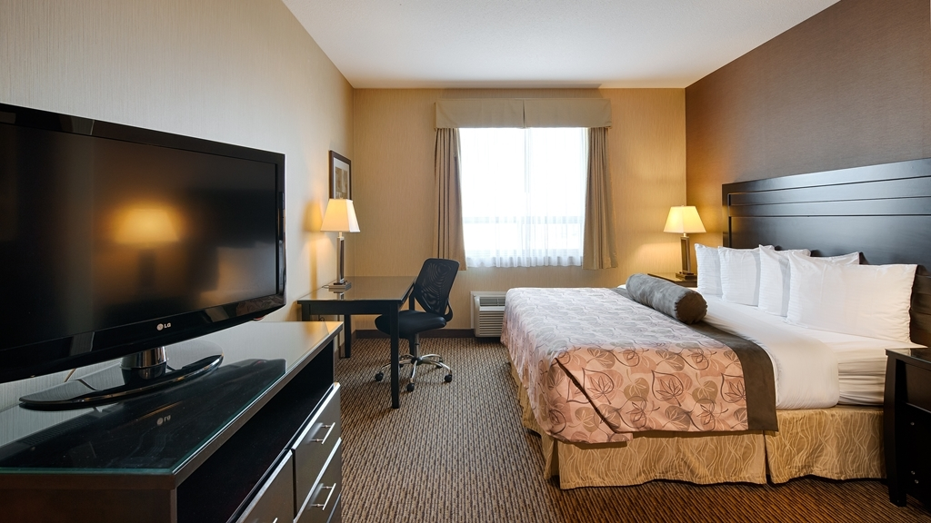 Best Western Plus Estevan Inn & Suites - Stay in for the night and enjoy your favorite TV show on one of the 60 cable channels available, or if it's a work night pull yourself up to our large desks with ergonomic chairs, be productive and work the night away. Bathrooms are equipped with standard tub/shower units. Complimentary toiletries are provided and restocked daily when our friendly housekeepers tend your room. We also have rooms which feature shower only bathrooms available.