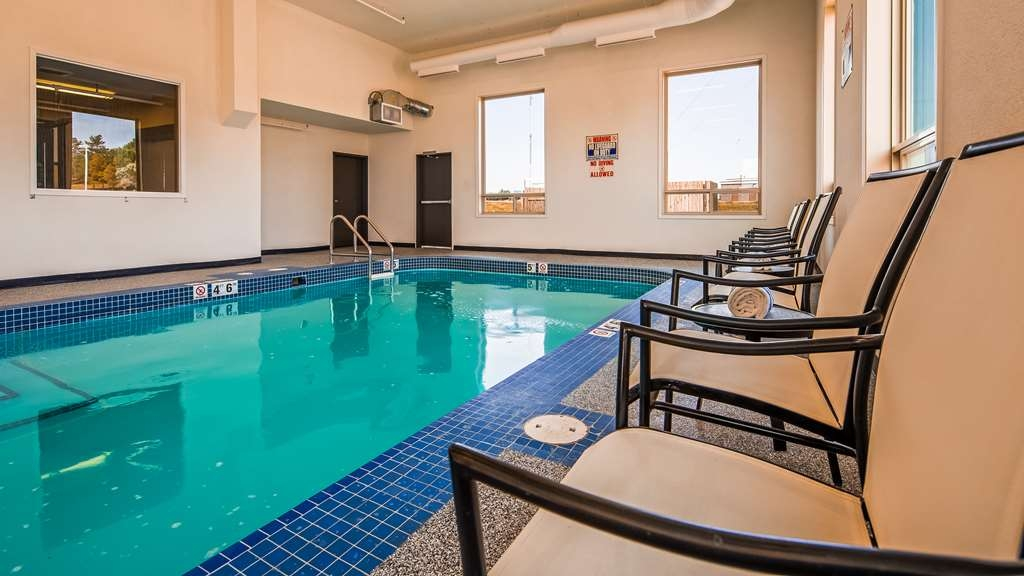 Best Western Plus Estevan Inn & Suites - Vista de la piscina