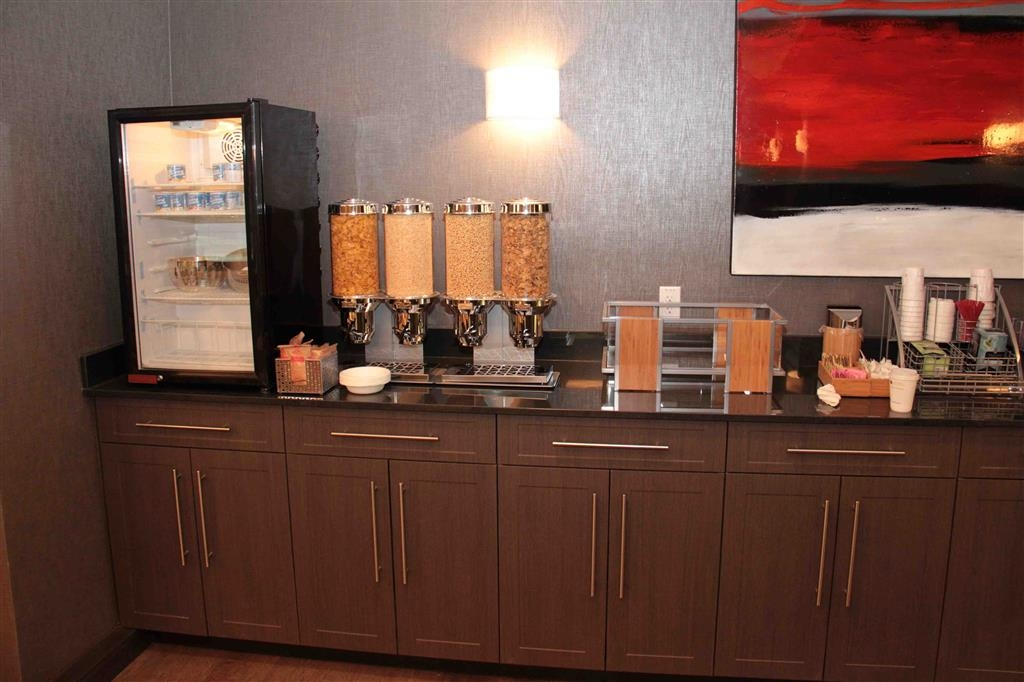 Best Western Plus Eastgate Inn & Suites - Prima colazione a buffet