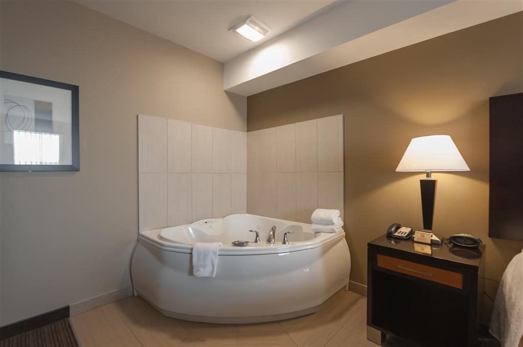 Best Western Plus Moose Jaw - Spend a special night together in our king suite with a whirlpool.