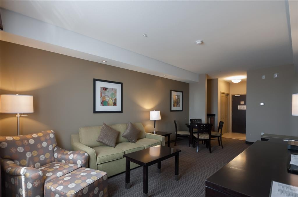 Best Western Plus Moose Jaw - We have spacious king suite bedrooms equipped with a whirlpool and sofa bed.