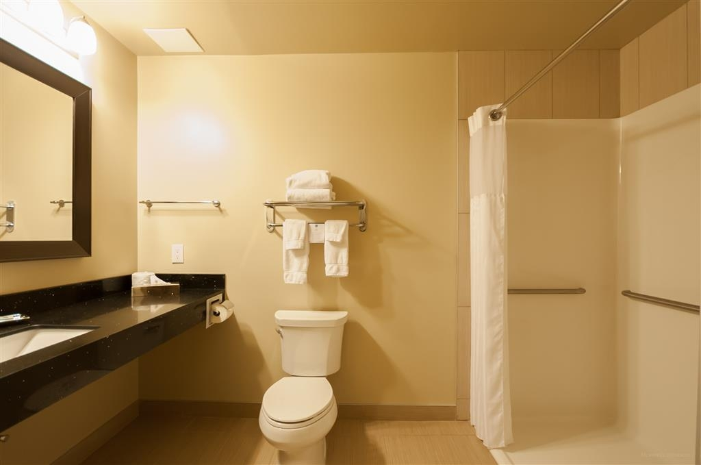 Best Western Plus Moose Jaw - We have enough space in our mobility accessible queen bathroom.