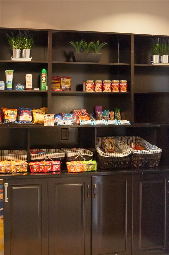 Best Western Plus Moose Jaw - Craving a snack or something to drink? Stop by our on-site sundry shop located in the lobby.