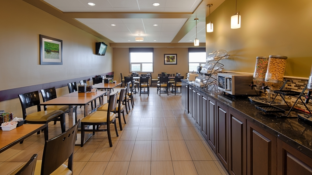 Best Western Plus Moose Jaw - Sit down and enjoy the morning news while sipping a delicious cup of coffee.