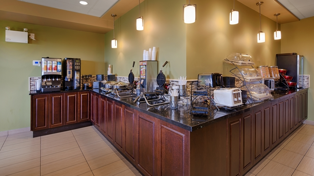 Best Western Plus Moose Jaw - Enjoy a balanced and delicious breakfast with choices for everyone.
