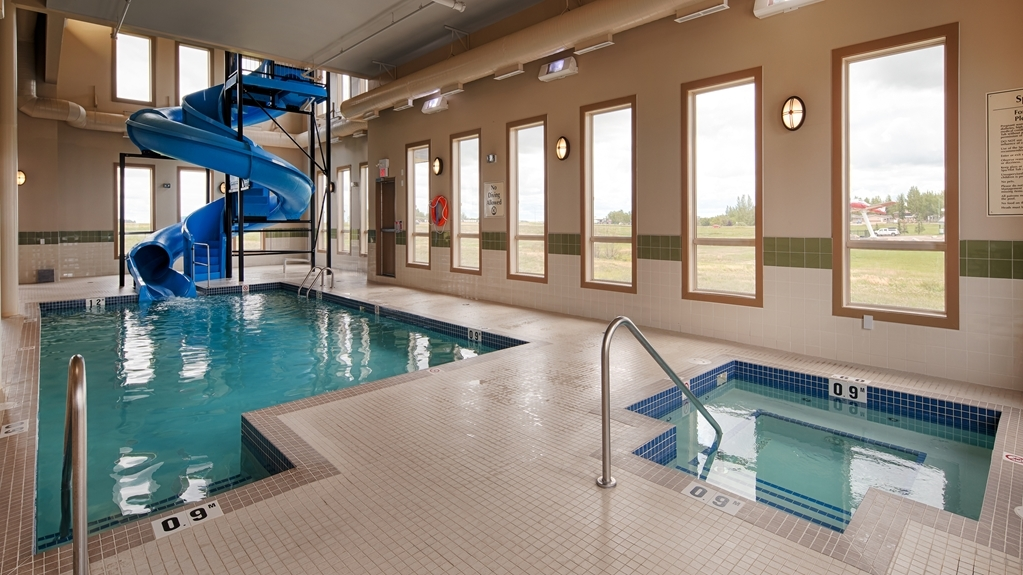Best Western Plus Moose Jaw - Relax the body, mind and soul in our hot tub.