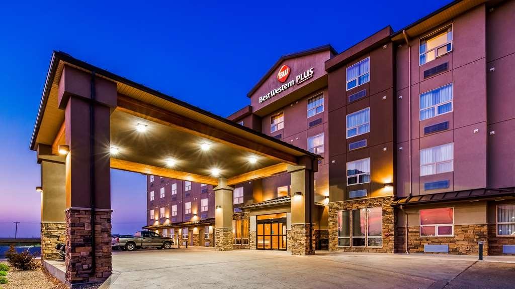 Best Western Plus Moose Jaw - Facciata dell'albergo