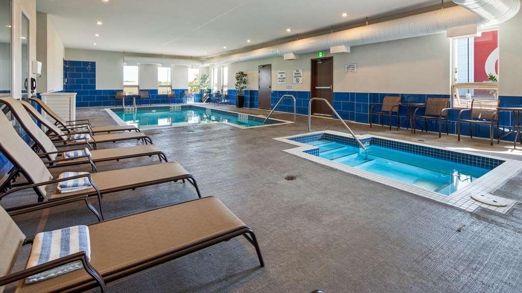 Best Western Plus Moosomin Hotel - Vista de la piscina