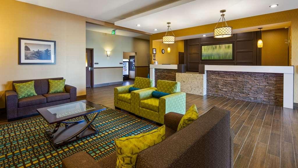 Best Western Plus Moosomin Hotel - Vista del vestíbulo