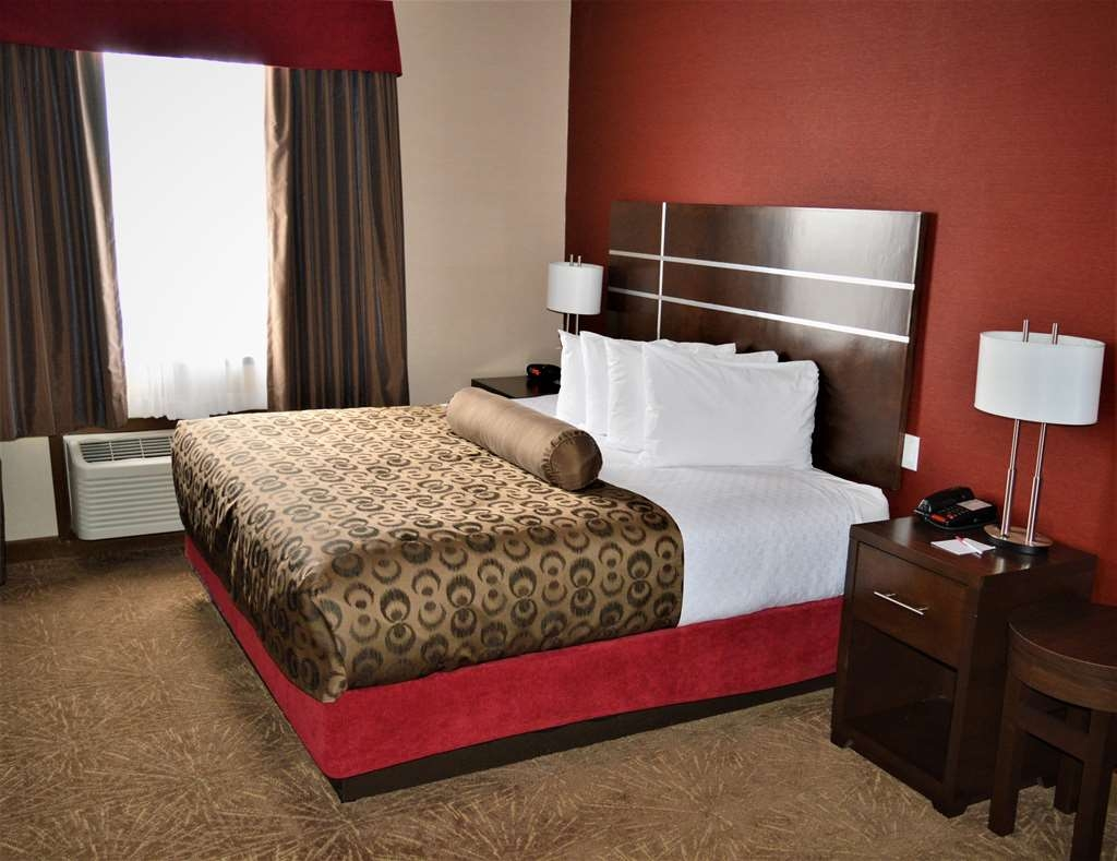 Best Western Plus Kindersley Hotel - King Suite