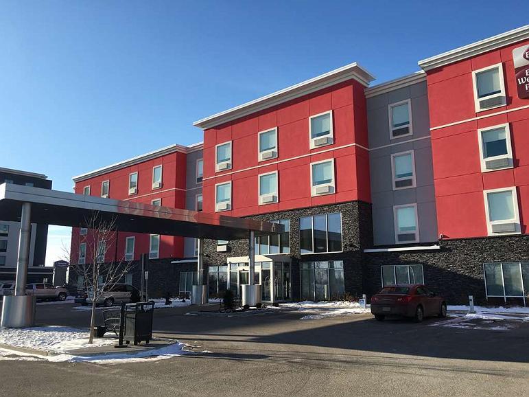 Best Western Plus Airport Inn & Suites
