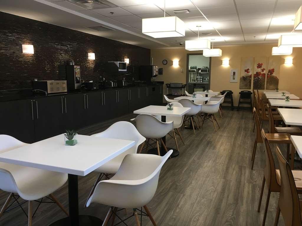 Best Western Plus Airport Inn & Suites - Breakfast Area
