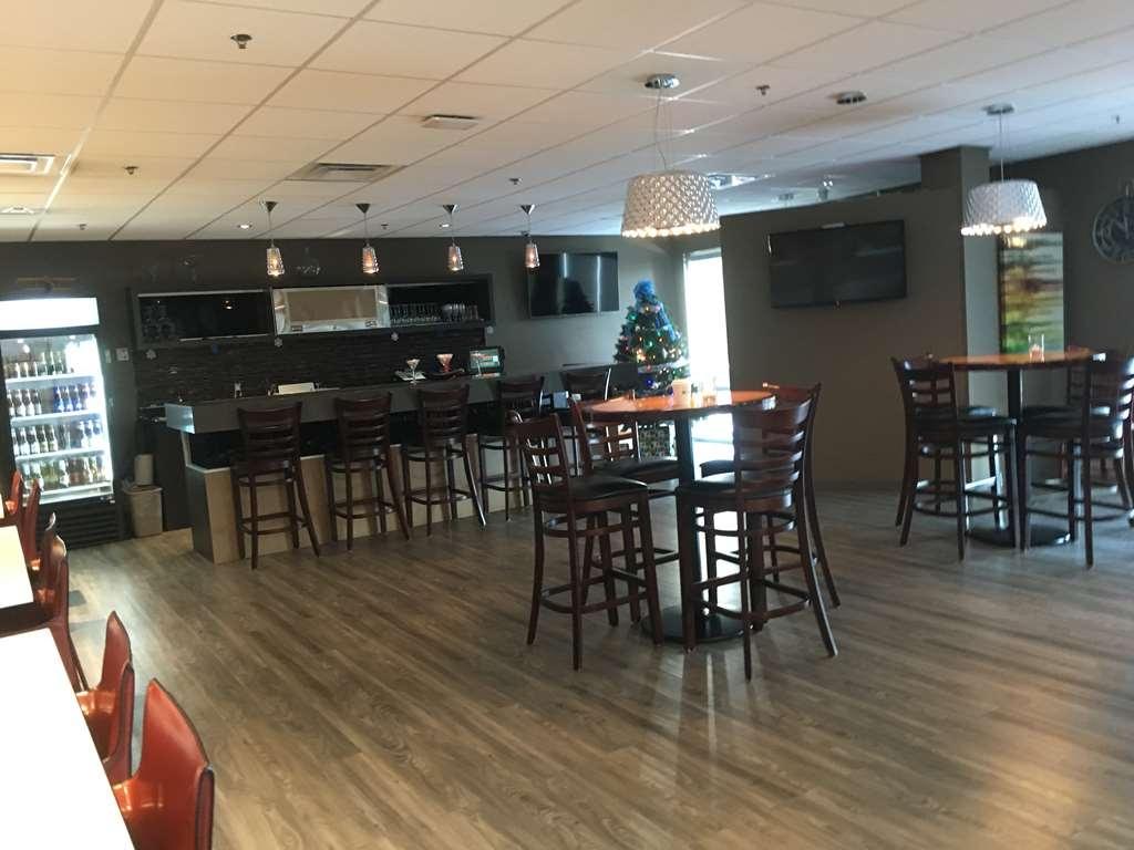 Best Western Plus Airport Inn & Suites - Cocktail Lounge