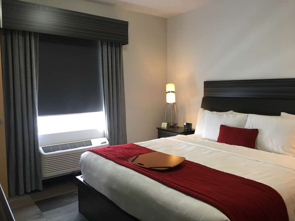 Best Western Plus Airport Inn & Suites - Guest Room with One King Size Bed