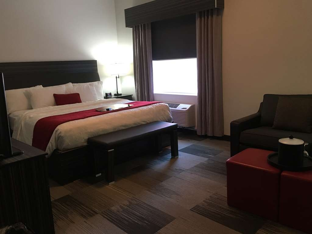 Best Western Plus Airport Inn & Suites - Suite with One King Size Bed