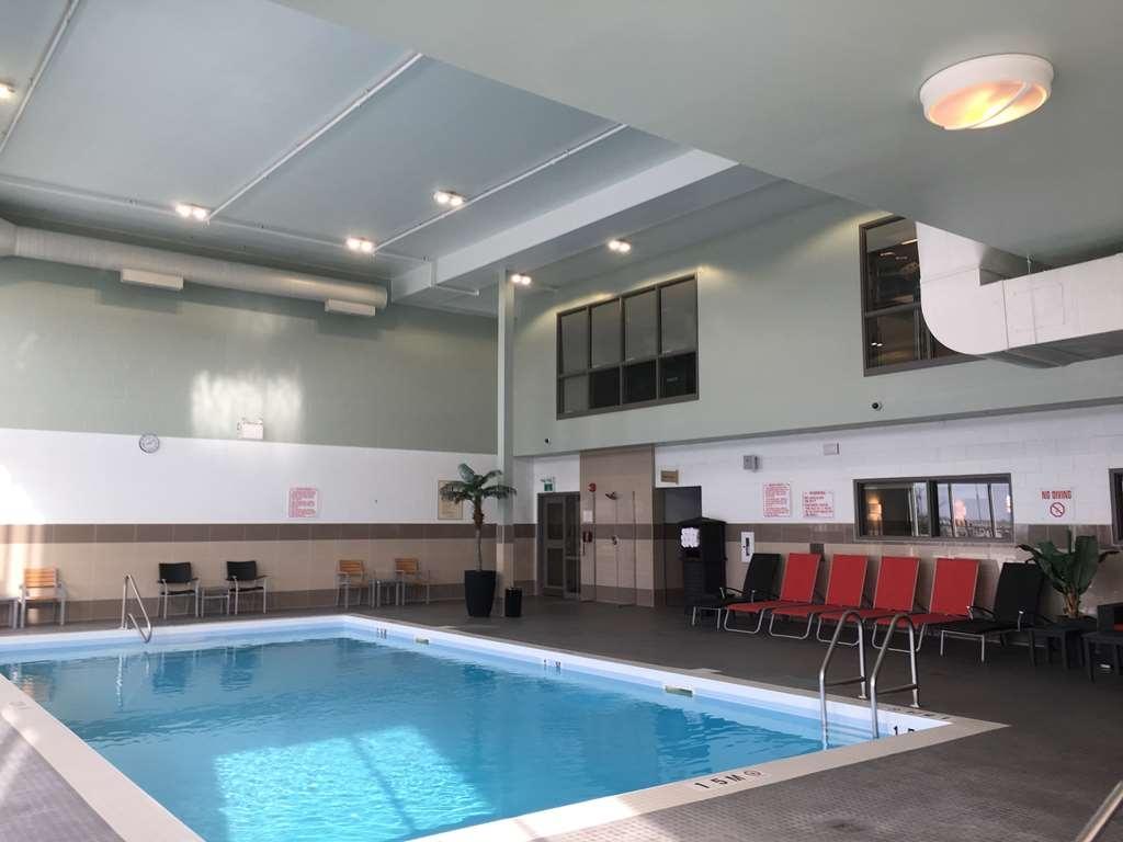 Best Western Plus Airport Inn & Suites - Vue de la piscine