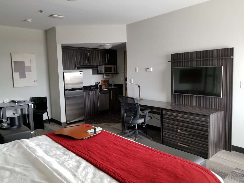 Best Western Plus Airport Inn & Suites - King with Kitchen