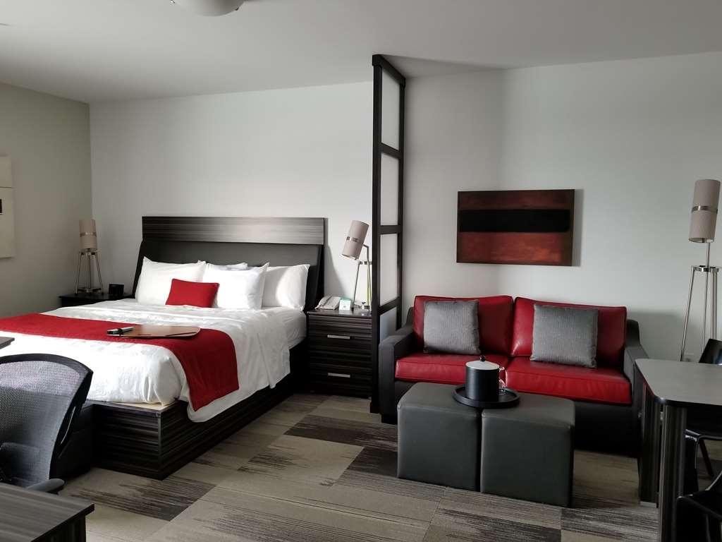 Best Western Plus Airport Inn & Suites - King Suite