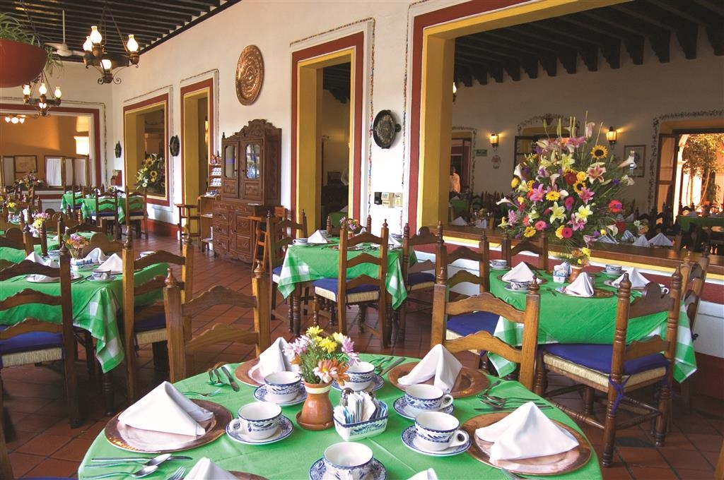 Best Western Plus Posada de Don Vasco - Restaurant 'El Tarasco,' service and attention to groups of one hundred and eighty. Regional or international buffet services are available.
