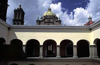 Best Western Plus Puebla - The Culture House also has a library, a cultural cinema and a bookshop.
