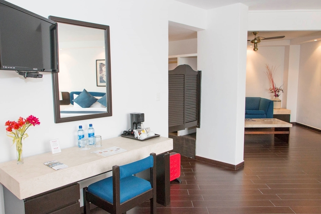 Best Western Plus Puebla - Enjoy our spacious rooms with one King bed or 2 double beds!