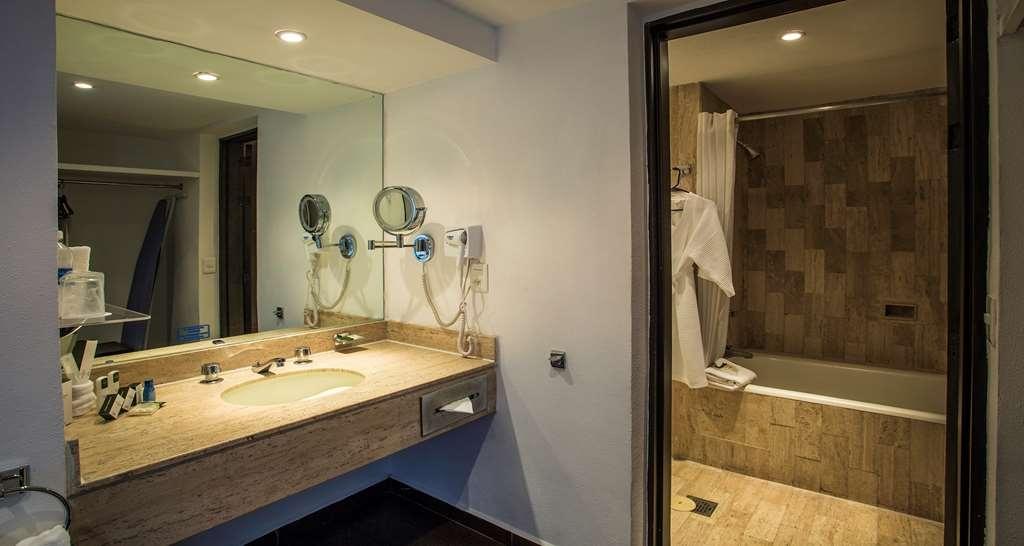 Best Western Plus Puebla - Bathroom of Junior Suite in executive Floor