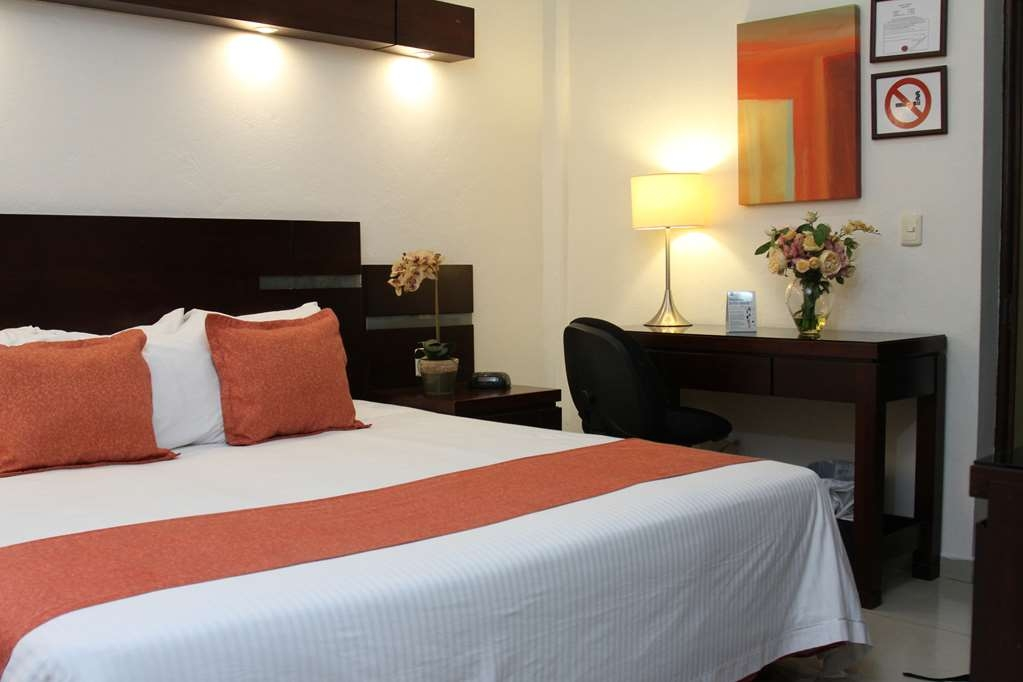 Best Western Hotel Poza Rica - King size bed