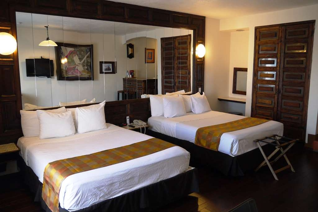 Best Western El Cid - Standard room with 2 queen beds