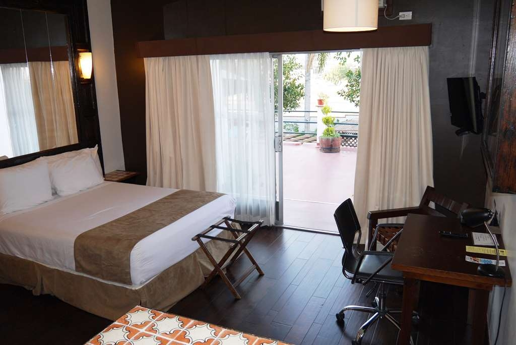 Best Western El Cid - Standard room with a queen bed