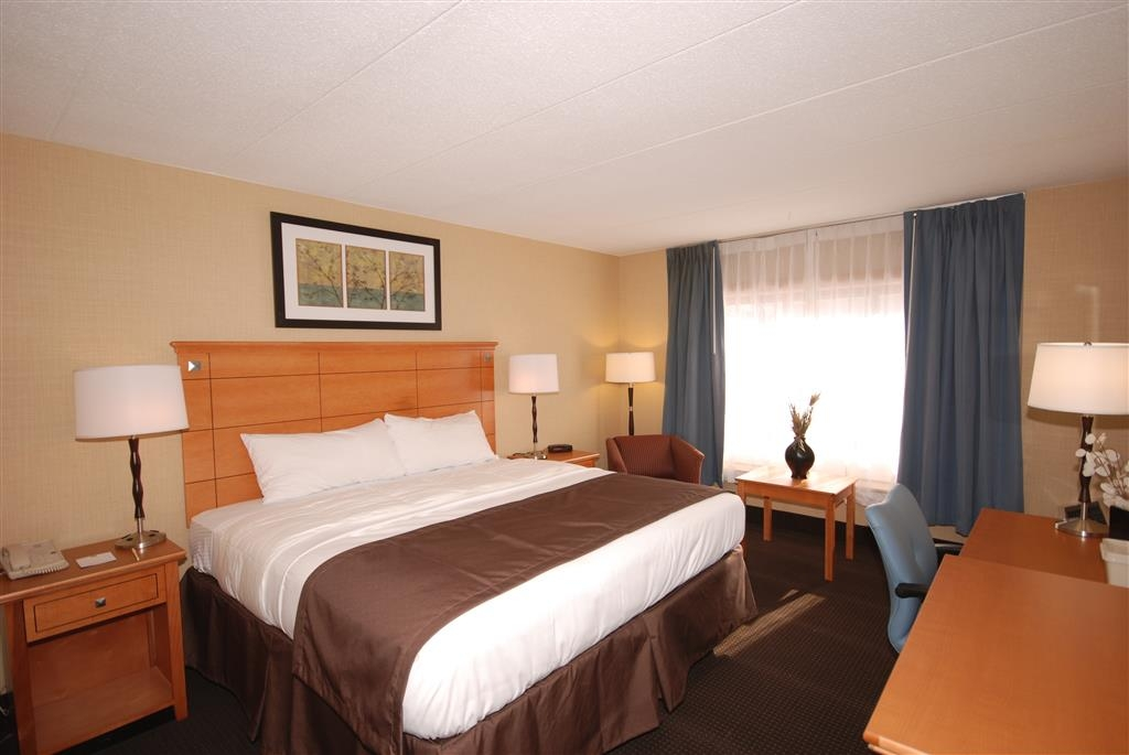 Best Western Danbury/Bethel - We offer a variety of king bedrooms from standard, mobility accessible, whirlpool or rooms with microwaves and refrigerators.