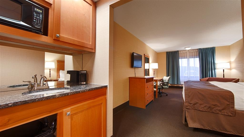 Best Western Danbury/Bethel - If you need a microwave and refrigerator in your room look no further than our Danbury/Bethel hotel.