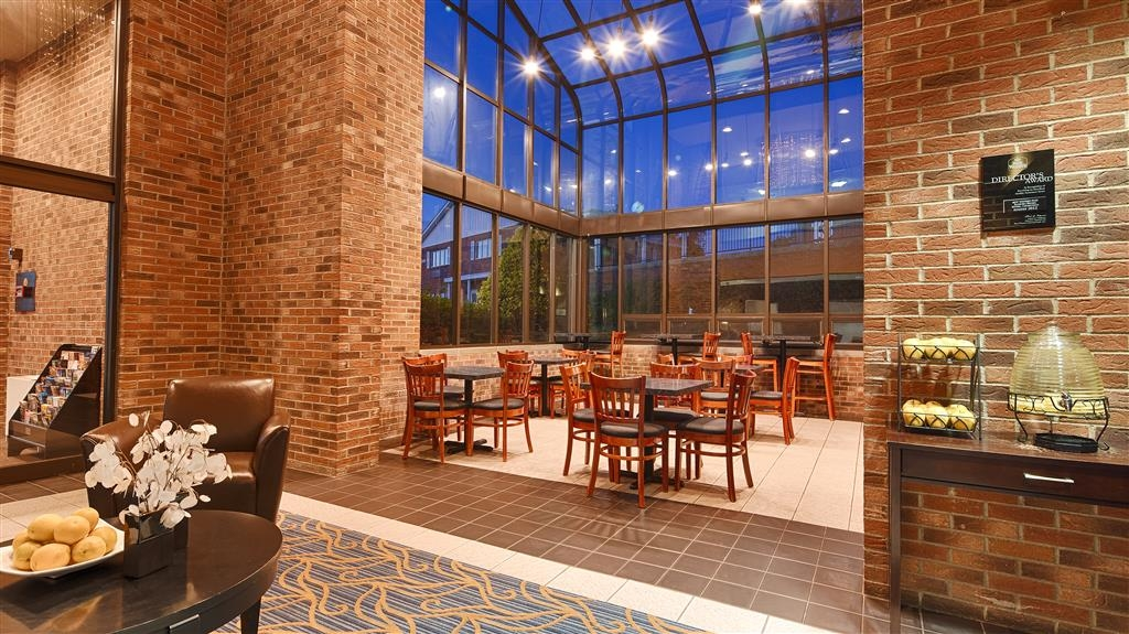Best Western Danbury/Bethel - Choose from a wide selection of seating to enjoy your morning meal.