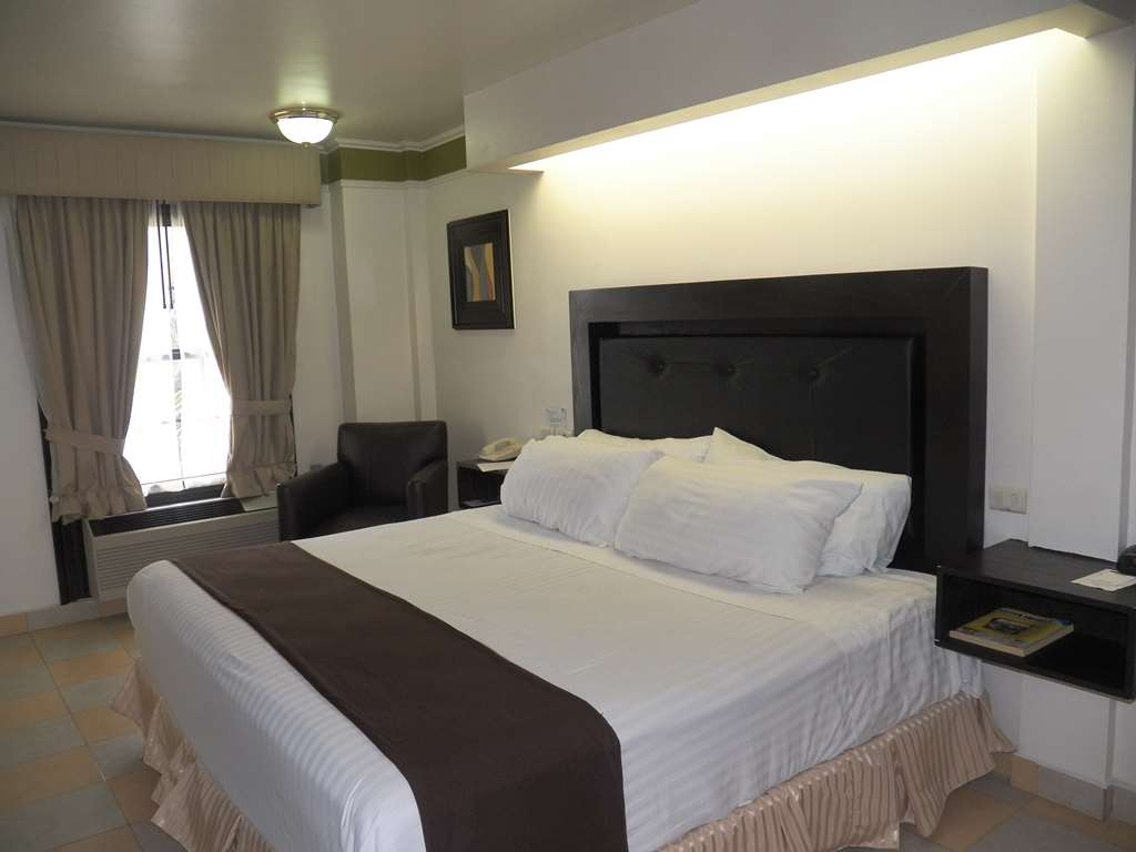 Best Western Hotel Plaza Matamoros - King Guest Room