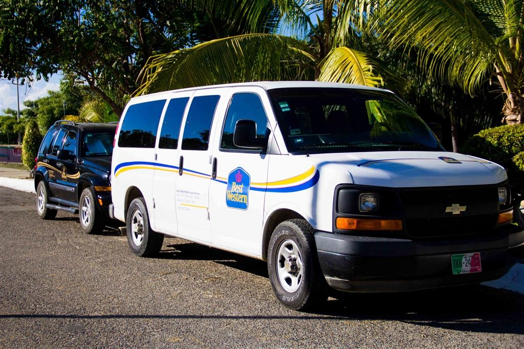 Best Western Posada Chahue - Complimentary shuttle to Chahue beach and your office within 5 km. Airport transportation available (fee applies per person).
