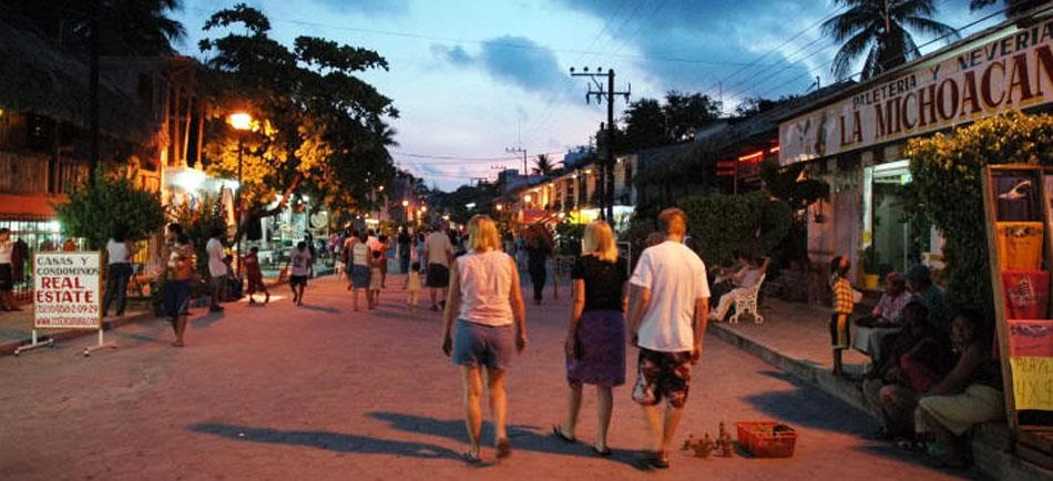 Best Western Posada Chahue - Walk through El Adoquin where you can go shopping, buy your gifts plus more!