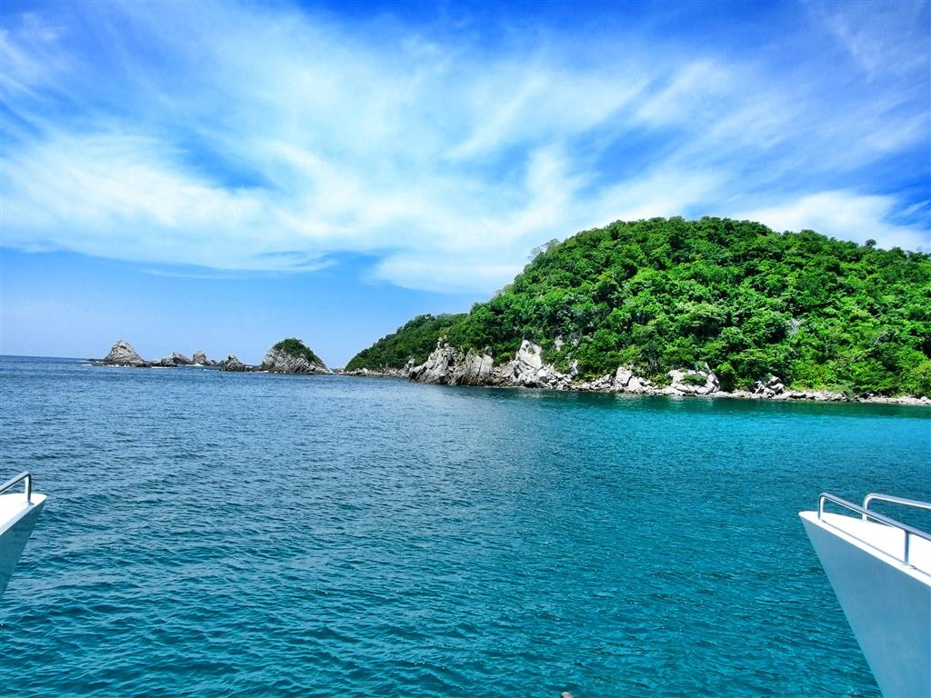 Best Western Posada Chahue - The tour of the bays is a must activity. You can do it by boat, sailboat of catamaran.