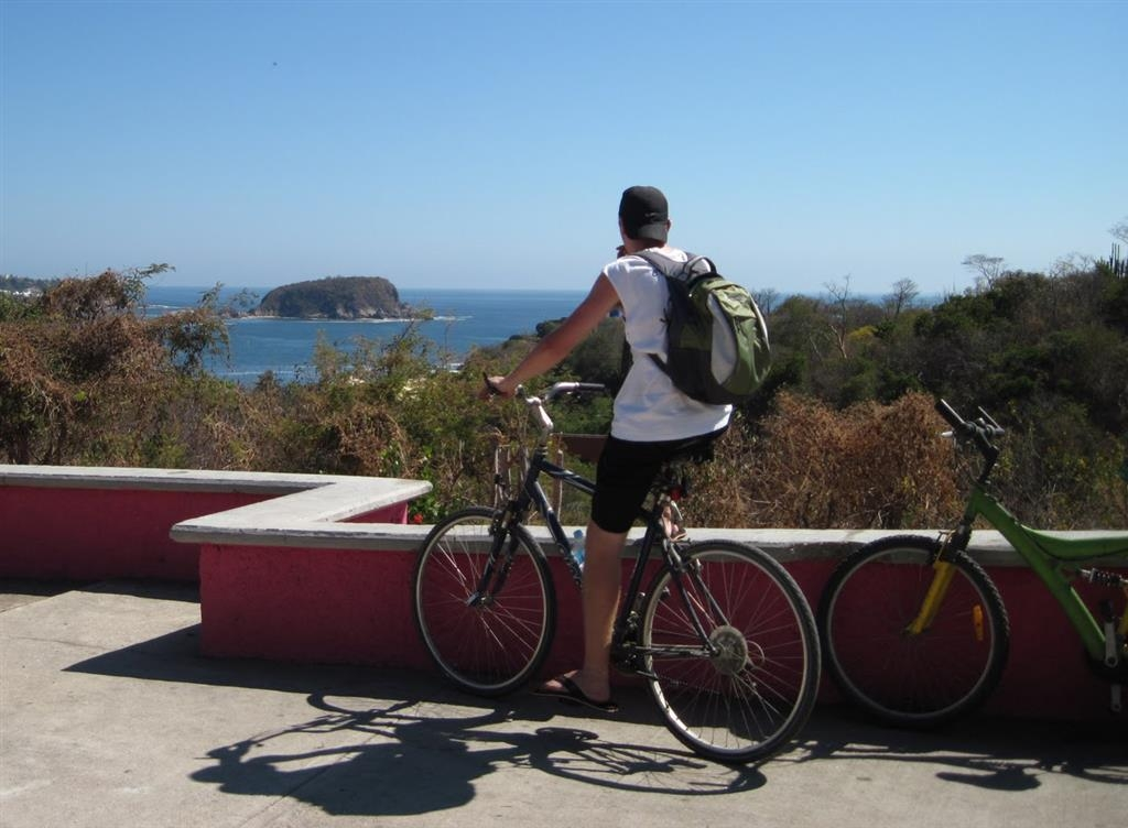Best Western Posada Chahue - Rent a bike and ride through the avenues of Huatulco. You will be rewarded with beautiful scenery.