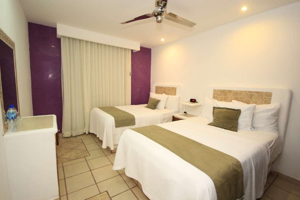 Best Western Posada Chahue - Two full size beds in Juniors suite second room